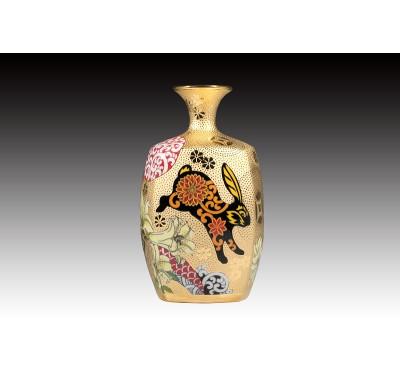 8吋雕金彩繪(兔)四方瓶